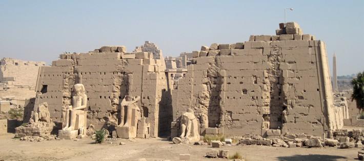 Karnak_8._Pylon_06